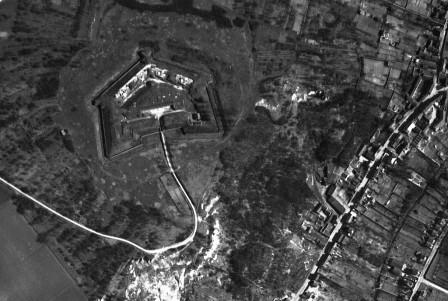 Fort2Chelles_VueCiel_1933.jpg